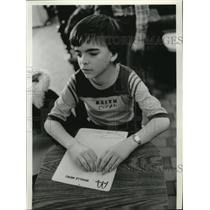 1983 Press Photo Keith Iten reads a braille menu at McDonald's in Coeur d'Alene