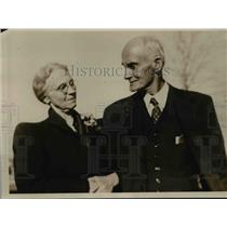 1939 Press Photo Mrs JP Haley of Jackson MS recognizes William Lawrence
