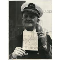 1932 Press Photo Capt George Zeh with letter written by Hawaiian King