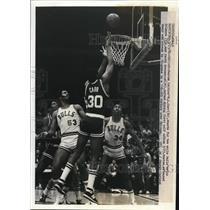 1982 Press Photo Celtics ML Carr vs Bulls Artis Gilmore, David Greenwood