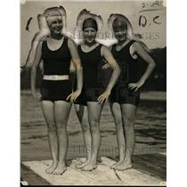 1923 Press Photo Swimmers Betty Burgess, Olive Boyle & Trixie Boyle - net10990