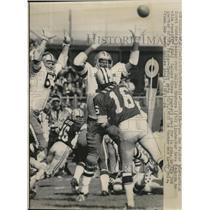 1972 Press Photo Packers QB Scott Hunter vs Cowboys Dave Edwards - net14463