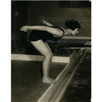 1922 Press Photo Betty Burgess ready for start of swim dash at YWCA - net11023