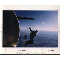 2000 Press Photo Parachuting - orb37831