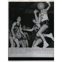 1953 Press Photo Atlanta HS basketball players in a rough game - net13359