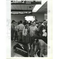 1992 Press Photo Passengers Claim Baggage at Spokane International Airport