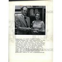 1986 Press Photo William Kramer awarding a scholarship in 1976 - spa23584
