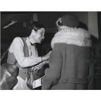 1978 Press Photo Sarah Smiley Member of Hare Krishna Sect at Spokane Airport