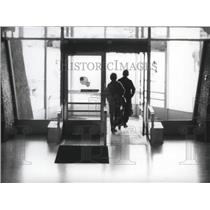 1977 Press Photo Travelers Leaving Terminal at Spokane International Airport