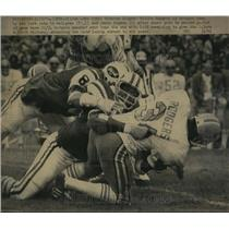 1974 Press Photo Oilers Willie Rodgers downed by Jets Ed Galigher, Jamie Rivers