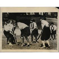 1926 Press Photo Cinncinati University girls field hockey at practice session