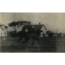 1920 Press Photo Men on polo ponies in a game on the field - net09312
