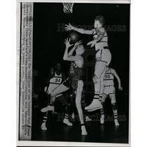 1956 Press Photo Illinois HS basketball  Rockford's John Wessels vs Edwardsville