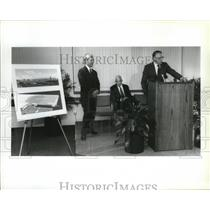 1991 Press Photo Boeing CEO Frank Schrontz Announce Plans to Expand Plant