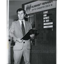 1977 Press Photo Ticket agent Milt Morgenstern of Hughes Airwest in Seattle.