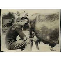 1921 Press Photo Boxer Happy Littleton milks pet cow Bossy - net17006