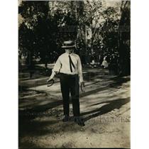 1922 Press Photo JW Ogden Kansas City Missouri horse shoe throwing contest