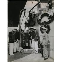 1935 Press Photo Cases containing art treasure unloaded at Suffolk Cruised