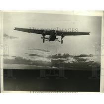 1929 Press Photo Tri-Motor Fokker Plane Landing at Wichita, Kansas - ney18876