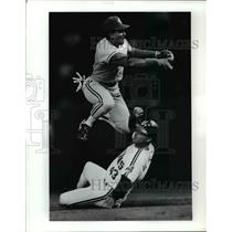 1991 Press Photo Blue Jays SS Manny Lee tries to turn double play - cvb58283