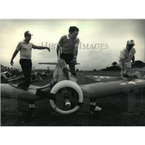 1986 Press Photo Marvin Doucey wheeled a model Corsair - mja01542
