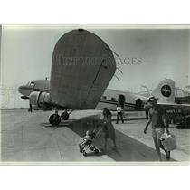 "1982 Press Photo Passengers leave the 42-year-old DC-3 ""Old 36."" - mja08888"