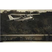 1989 Press Photo A plane took off from West Bend Airport - mja22683