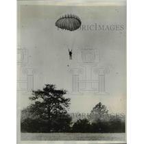 1933 Press Photo John Tranum sets parachuting record - nef03219