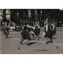1923 Press Photo Women playing field Hockey for Mills College - net02940