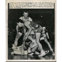 1949 Press Photo Ray Lumpp of Knicks vs Royals Bob Wanzer, Arne Johnson