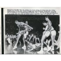 1960 Press Photo Ron Johnson of College All Stars, Bill Kennedy & Knicks W Bell