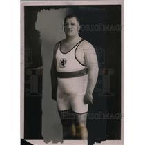 1932 Press Photo Strassberger wears spandez uniform with lion on front