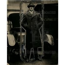 1922 Press Photo Frank Leaary boxer stands in front of a automobile - net08718