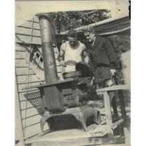 1921 Press Photo boxer Johnny Kilbane cooking at training camp - nez24087