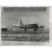 1957 Press Photo United Airlines Douglas DC-7 Plane Taking Off in San Francisco