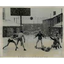 1940 Press Photo Rochester NY Vocational HS basketball in a snow blizzard