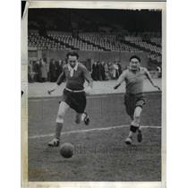 1941 Press Photo Jean Bobotra at football in Paris France - net20570