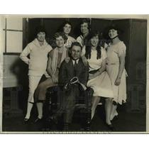 1925 Press Photo Oswald Blugge of Senators with JAne Birkhead, Louise Dodge