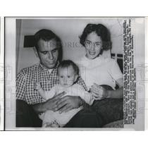 1960 Press Photo NY Rangers skater Jack McCarten & wife & baby John - net21771