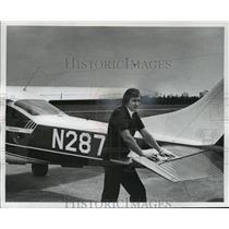 1977 Press Photo Darwin Krall, chief district pilot with his plane. - mja35257