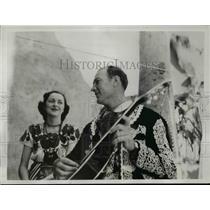 1939 Press Photo St Louis Browns slugger Beau Bell in Charro costume - net23324