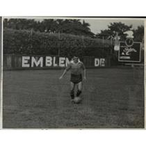 1941 Press Photo Juan Tunas of Puentes Grandes Soccer in Havana Cuba - net23936