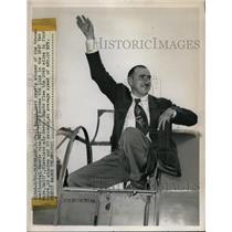 1947 Press Photo Paul Mantz trancontinental Bendix race winner in Cleveland