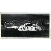 1979 Press Photo Helicopter simulates rescue as crowds watch from dry dock