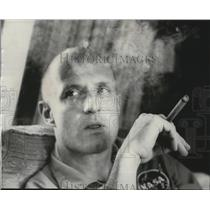 1965 Press Photo Thomas Stafford smokes his cigar on a flight to Cape Kennedy