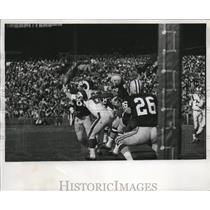 1965 Press Photo Marlin McKeever of the Rams lunges vainly for a pass.