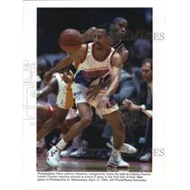 1994 Press Photo Philadelphia 76ers Johnny Dawkins loses ball to Leslie Connor