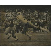 1973 Press Photo Redskins' Larry Brown scores TD in game vs 49ers - nes52442