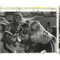 1989 Press Photo Dolphins' DE Jeff Cross gets to Buffalo Bills' QB Jim Kelly