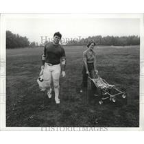 """Press Photo New England Patriots' John """"Hog"""" Hannah and family - nes52446"""